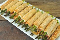 Asparagus Roll Ups Asparagus Rolls, Asparagus Recipe, New Recipes, Snack Recipes, Cooking Recipes, Snacks, Crash Hot Potatoes, Rolled Sandwiches, Good Food