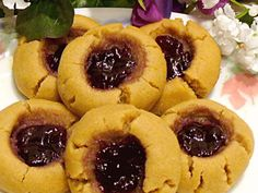 Peanut butter and jelly sandwiches, the ultimate comfort food, becomes a fabulous cookie. Choose your favorite jam or preserves for the filling. Jello Cookies, Iced Sugar Cookies, Icebox Cookies, Tasty Cookies, Jam Cookies, Chunky Peanut Butter, Creamy Peanut Butter, Peanut Butter Cookie Recipe, Cookie Recipes