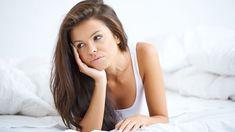 Nepříjemné bolesti nejsou během menstruace cizí až polovině žen. Kromě křečí vbřiše vás může trápit imenstruační migréna. Jak se liší od běžné bolesti hlavy? Basic Tank Top, Long Hair Styles, Celebrities, Sexy, Beauty, Beautiful, Women, Diet, Celebs