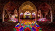 Todas as manhãs um arco-íris ilumina esta impressionante mesquita 01