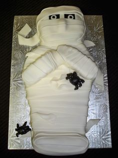 Mummy Cake for a Halloween party