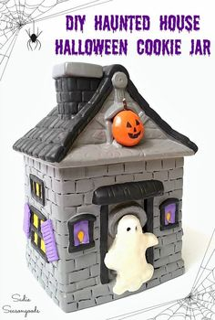 Give a country cookie jar a Halloween makeover and transform it into a haunted house and Halloween cookie jar with this upcycling idea! Halloween Magic, Scary Halloween Decorations, Spooky Decor, Halloween Haunted Houses, Halloween Projects, Halloween House, Holidays Halloween, Halloween Crafts, Halloween Ideas