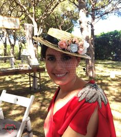 Laura de boda con el canotier Ámsterdam | Malonsilla - Tocados & Artesanía