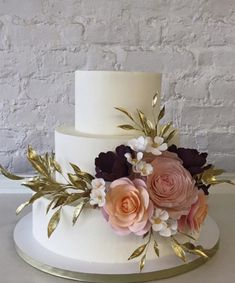 Check out these breathtaking wedding cakes we can't wait to drool over! Whether they are short and sweet or sky-high masterpieces, each one of these wedding cakes has jaw-dropping details that are more amazing than we could ever imagine. Indulge in this breathtaking cake inspiration and feel the cake love all around! Featured Photographer: Pernille […]