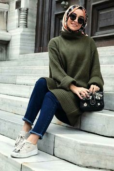 Oversized green sweater-Hijab outfits collection for winter – Just Trendy Girl… Oversized green sweater-Hijab outfits collection for winter – Just Trendy Girls Islamic Fashion, Muslim Fashion, Modest Fashion, Fashion Outfits, Fashion Clothes, Fashion Women, Casual Hijab Outfit, Hijab Chic, Casual Hijab Styles
