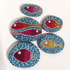 Different fishes #paintedstones #paintedrocks #seastones #stones#art #fish #dots #paintedrocks #loda #madeinloda