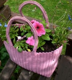 Going to look for these in charity/thrift shops. Love it and such a neat idea. #diy purse flower pot