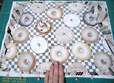 Sid's In Stitches: Easy Placemats for a Round Table Free Pattern Homer Decor, Placemats For Round Table, Missouri Star Quilt, Table Runners, Free Pattern, Arts And Crafts, Things To Come, Stitches, Quilts
