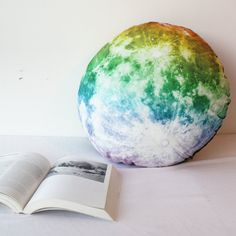 Full-Moon pillow: Nocturne by Moon Nocturne by Moon is a full Moon like pillow which brings you dreams over fantasy. With the Nocturne by Moon, you are