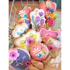 Shabby chic Baby shower cookies. Inspired my Ali Bee's Bakeshop, Edible Artists Network Magazine and Anna Elizabeth Cakes. By beYOUTIFUL Sweets.