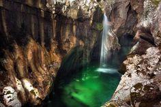 La Fascinante Beauté Emeraude de la Soca, l'une des plus Belles Rivières au Monde