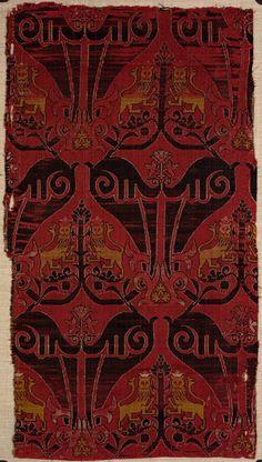 Textile fragment Unknown artist, Spanish, Spain Textile fragment, ca. 1475-1525 Silk; compound satin weave 32.195