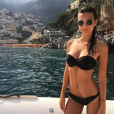 Emily Ratajkowski Sexiest Instagram Pictures | 34 Scorching Emily Ratajkowski Snaps That Will Blur Your Vision | POPSUGAR Celebrity Australia Photo 31