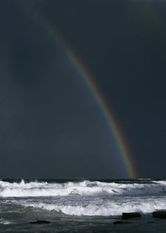 A rainbow over the ocean. GIF - Thirty Gorgeous Landscape And Nature Cinemagraphs Image Nature, All Nature, Rainbow Gif, Rainbow Beach, Beste Gif, Fuerza Natural, Foto Gif, Amazing Gifs, Somewhere Over