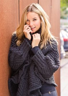 Knitting Patterns Pullover Knitted Swancho, a poncho with sleeves - free knitting pattern Crochet Poncho With Sleeves, Crochet Pullover Pattern, Poncho Crochet, Poncho Knitting Patterns, Free Knitting, Chrochet, Knitted Blankets, Ponchos, Boleros