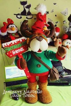 RENO POLAR con moldes Felt Christmas, Merry Christmas, Christmas Ornaments, Jingle Bells, Glass Bottles, Snowman, Diy And Crafts, Santa, Teddy Bear