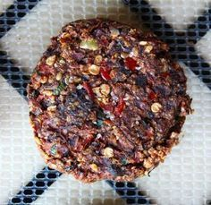 super fresh and flavorful vegan burger, packed with spices and herbs and made from a base of veggies and seeds. Raw vegan burgers were one of the very first recipes I ever tried making when I… Raw Vegan Burger Recipe, Raw Vegan Recipes, Vegan Foods, Vegan Dishes, Vegan Vegetarian, Diet Recipes, Vegan Raw, Diet Desserts, Freezer Recipes