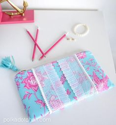 Lilly Pulitzer-Inspired Clutch | Go preppy with this DIY designer-inspired bag!