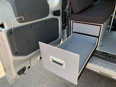 MICA Camperbox met zit, keuken en bed module! - 3DotZero Automotive BV Volkswagen Caddy, Berlingo Camper, Kangoo Camper, Minivan Camping, Van Home, Chevy Van, Mini Camper, Water Tank, Outdoor Life