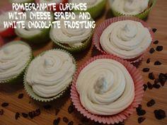 Trending Recipes // Receitas do Momento: Pomegranate Cupcakes with cheese spread and white chocolate frosting // Cupcakes de Romã com cobertura de queijo cremoso e chocolate branco