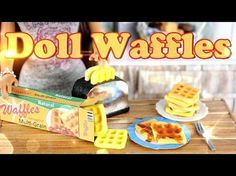 DIY How to Make Doll Food: Waffles Handmade Doll Breakfast Crafts Y video mini tutorials American Girl Food, Ropa American Girl, American Girl Crafts, American Girl Doll Videos, My Froggy Stuff Videos, Baby Alive Food, Barbie Food, Diy For Girls, Doll Crafts
