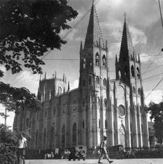 Completed in San Sebastián Church is noted for its architectural features. An example of the revival of Gothic architecture in the Philippines, it is the only all-steel church or basilica in and claimed as the only prefabricated steel c Filipino Architecture, Philippine Architecture, Gothic Architecture, Historical Architecture, Tour Eiffel, My Father's House, Philippines Culture, Old Churches, Old World Style