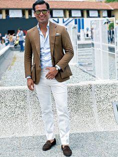 白パンツ攻略法=ブラウン系JK+サックスのシャツで、こなれた上品を演出! | メンズファッションの決定版 | MEN'S CLUB(メンズクラブ)