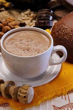 Chocolatito caliente con pan de yema en La Guelaguetza Oaxaqueña