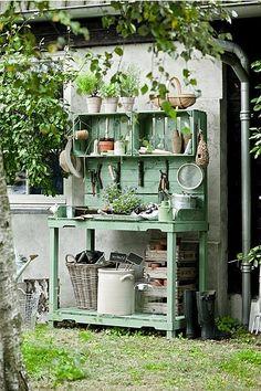 DIY gardening table as seen in dutch magazine Seasons.