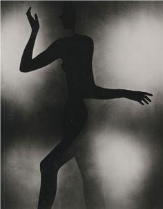 """Regard  Intemporel ""   Love that one        Erwin Blumenfeld - Gestes, 1942"