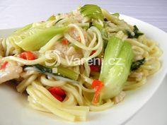 Snadný a rychlý recept ve stylu asijské kuchyně, na jemně pikantní hlavní chod s čínskými nudlemi, kuřecím a zeleninou Pak choi. Vareni.cz - recepty, tipy a články o vaření. Pak Choi, Spaghetti, Food And Drink, Eat, Ethnic Recipes, Noodle