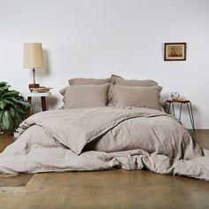 8 wooden decorative objects for a trendy and natural bedroom - HomeCNB Best Bedding Sets, Bedding Sets Online, Luxury Bedding Sets, Comforter Sets, King Comforter, Neutral Bed Linen, Black Bed Linen, Natural Bedroom, Bed Linen Design