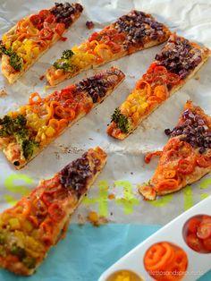 Regenbogen Pizza: Vegetarische Gemüse-Pizza mit Brokkoli, Paprika, Tomaten und roten Zwiebeln.Super für Kids! Regenbogen Pizza mit schnellem Quark-Öl-Teig,