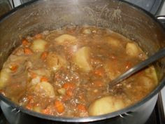 This is the traditional Liverpool stew recipe, as told to me by a genuine Scouser, about how to make Scouse. Corned Beef Stew, Slow Cooker Recipes, Cooking Recipes, Healthy Recipes, Slow Cooking, Cooking Ideas, Healthy Food, Great British Food