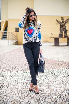 Thássia Naves | malha – Le Fix | calça – Iódice | sandália – Louboutin | bolsa – Hermès | óculos – Ray Ban | esmalte – Neon Violet da American Apparel