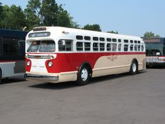 vintage bus   Rochester, NY, restored old-look bus