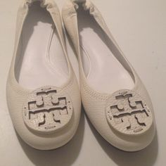 NWOT AUTHENTIC REVA BALLERINA FLATSsale30 min Pebbled leather flats with signature logo on front. Signature inner sole. signature rubber soles. Sturdy leather on heels that doesn't split. Never worn. Super nice price firm I reductions Tory Burch Shoes Flats & Loafers