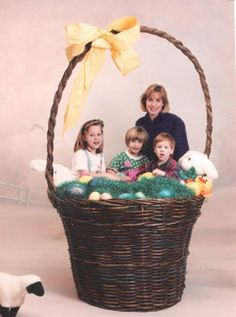 Hilarious Easter pictures from Awkward Family Photos