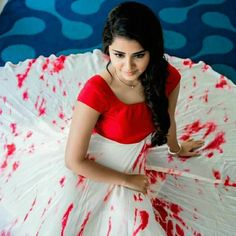 Please send the any web site link to buy this dress. Actually my gf favorite colour.So give to her as a surprise. South Indian Actress Photo, Beautiful Indian Actress, Kalamkari Dresses, Indian Photoshoot, Long Gown Dress, Frock For Women, Anupama Parameswaran, Stylish Girls Photos, Frocks For Girls