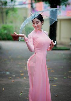 Love the Vietnamese pink long dress. Vietnamese Traditional Dress, Traditional Dresses, Curvy Women Fashion, Asian Fashion, Sexy Outfits, Sexy Dresses, Long Dress Fashion, Cute Asian Girls, Beautiful Asian Women
