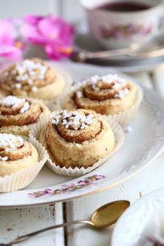 Helpot ja nopeat pikapullat - Suklaapossu Sweet Pastries, Mini Cupcakes, Deli, Food Inspiration, Cheesecake, Muffin, Food And Drink, Baking, Breakfast