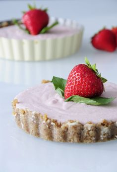 8 Ingredient Mini Coconut Strawberry Tarts! Really easy to make and this #recipe is #vegan #glutenfree and #paleo