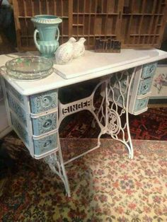 I was gifted with one these this week she will become shabby this week. Singer sewing machine table made shabby. Refurbished Furniture, Repurposed Furniture, Shabby Chic Furniture, Furniture Makeover, Painted Furniture, Diy Furniture, Antique Furniture, Sewing Machine Tables, Antique Sewing Machines