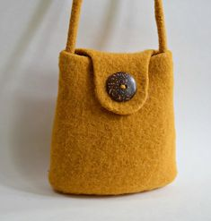 Ravelry: Small Bucket Felted Purse pattern by Cindy Pilon. , Small Bucket Felted Purse pattern by Cindy Pilon Felt Purse, Diy Purse, Tote Pattern, Bag Patterns To Sew, Wallet Pattern, Sewing Patterns, Patchwork Bags, Knitted Bags, Felted Bags