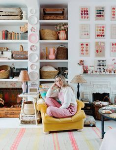 Violet Dent's cheerful London flat is a masterclass in displaying collections — House & Garden Black And White Tiles, White Walls, Wooden Lockers, Pink Tiles, Deco Boheme, London House, Designers Guild, Shabby Chic Style, Boho Chic
