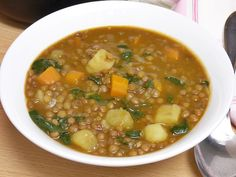 Lentejas estofadas con verduras y espinacas Lentil Recipes, Veggie Recipes, Soup Recipes, Vegetarian Recipes, Cooking Recipes, Healthy Recipes, Dinner Today, Mexican Chicken Recipes, Colombian Food