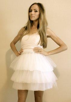 DIY Halloween: The Carrie Bradshaw Costume // DIY Tutu tulle skirt. Diy Tutu, Diy Tulle Skirt, Tulle Skirt Tutorial, Costume Tutorial, Tulle Tutu, Ruffle Skirt, Diy Tutorial, Carrie Bradshaw, Costume Halloween