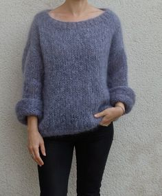 Discover thousands of images about Tricolyne: Mon premier pull / Le pull de danseuse ! Budget Planer, Angora, Sweater Knitting Patterns, Sweater Weather, Knit Crochet, Crochet Pattern, Knitwear, Sweaters, Clothes
