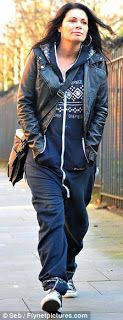 Favourite actress and Shes wearing a onsie with converse! Coronation Street Blog, Carla Connor, Emmerdale Actors, Alison King, Going To Work, Soaps, Love Her, Bb