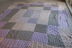 """A blanket? An Afghan? It will have to be 'the Big Knitted Thing"""" I think. 72 squares, each one 20 x Knifty Knitter, Loom Knitting, Warm Blankets, Knitted Blankets, Knit Patterns, Stitch Patterns, Knitting Squares, Army Colors, Easy Knitting Projects"""